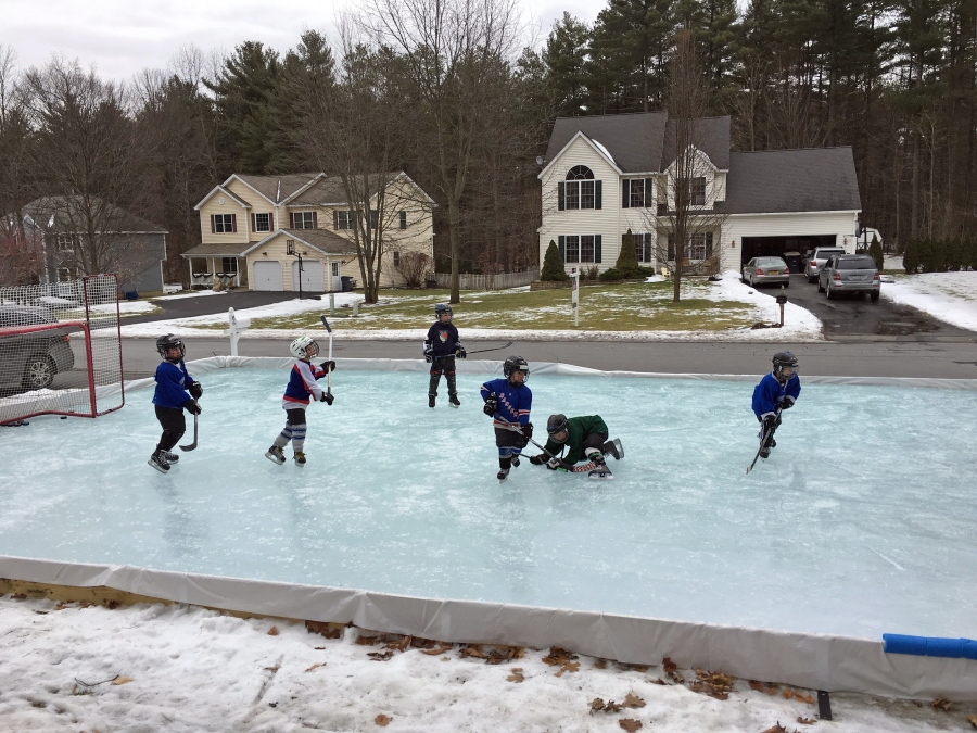 How To Build A Backyard Ice Rink (And Is It Worth It ...